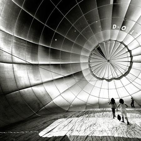 Ballon, Kinder im Ballon, monochrom, Melanie Brunzel, Foto-Graefin,